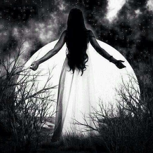 full-moon-woman-in-white-e1473784318275.jpg